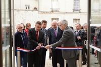 Maire coupant le ruban tricolore pour l'inauguration de Lamazière
