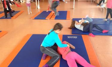 Activité lutte au gymnase de la primaire Alsace Lorraine