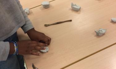 Activité pâte à modeler à la primaire Saint-Exupéry