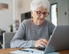 """[Seniors] Atelier numérique """"Bien sur internet"""""""