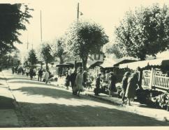 Le marché de Cormeilles dans les années 1960 (Archives municipales 6Z_011-Fonds du Cercle Culturel Plaisir de Connaître)
